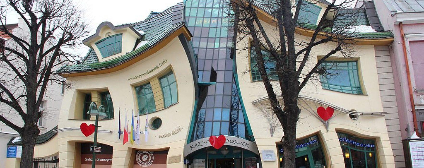 Vivir en una casa de 'plastilina': así es la Krzywy Domek que parece fundirse en Polonia