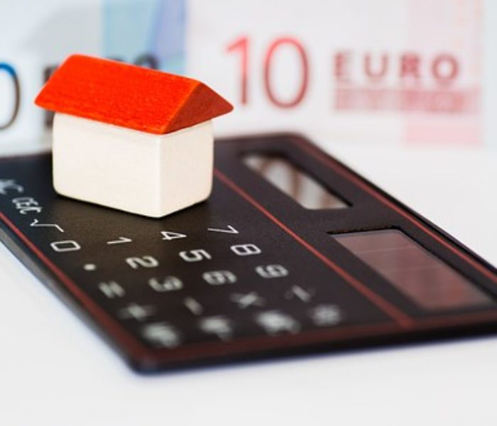 Invertir en vivienda: tú también puedes comprar acciones en Bolsa