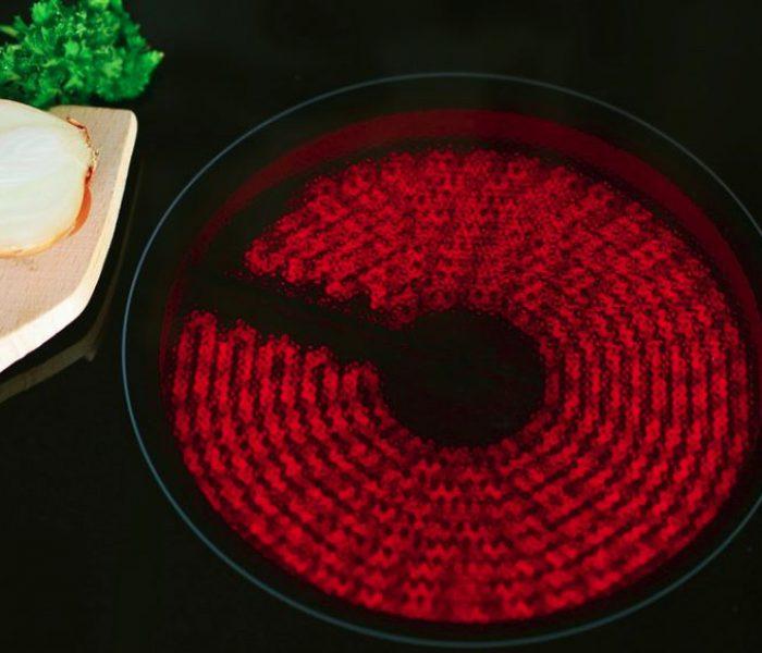 Decidir entre placa de inducción o vitrocerámica: AEDAS Homes te explica sus ventajas