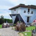 La 'casa invertida' de Trassenheide: la definición literal de poner la casa patas arriba