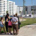 Con sonrisas y en familia: así compraron su casa de obra nueva en Sevilla los clientes de Jardines Hacienda Rosario en la jornada de puertas abiertas