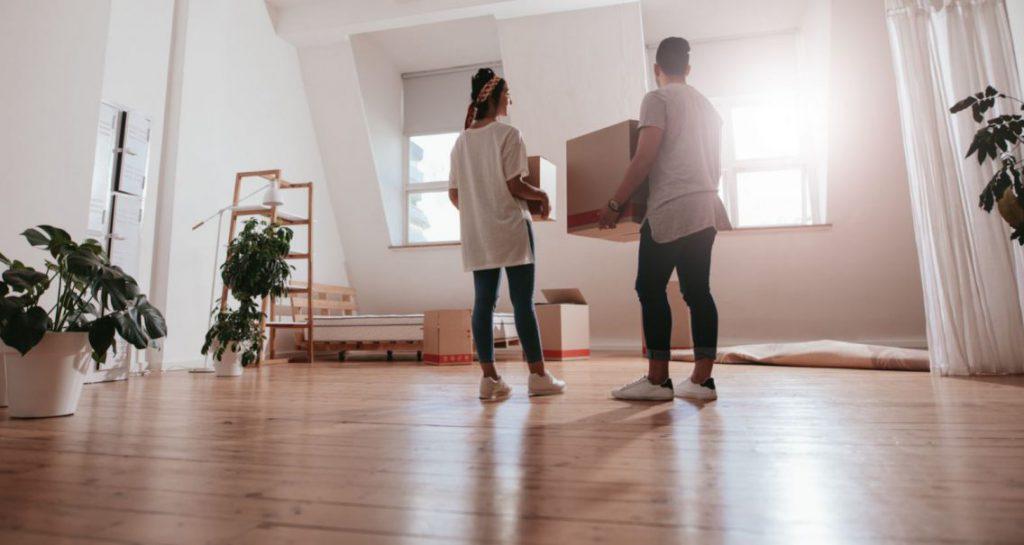 jovenes mudanza nueva casa